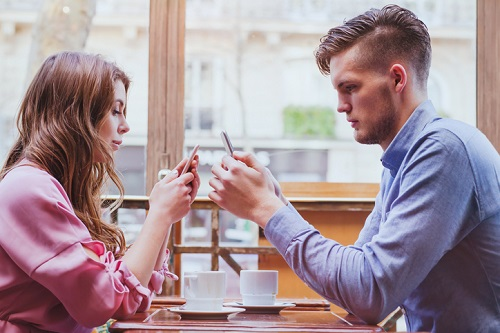 Are Smartphones Ruining our Romantic Relationships?